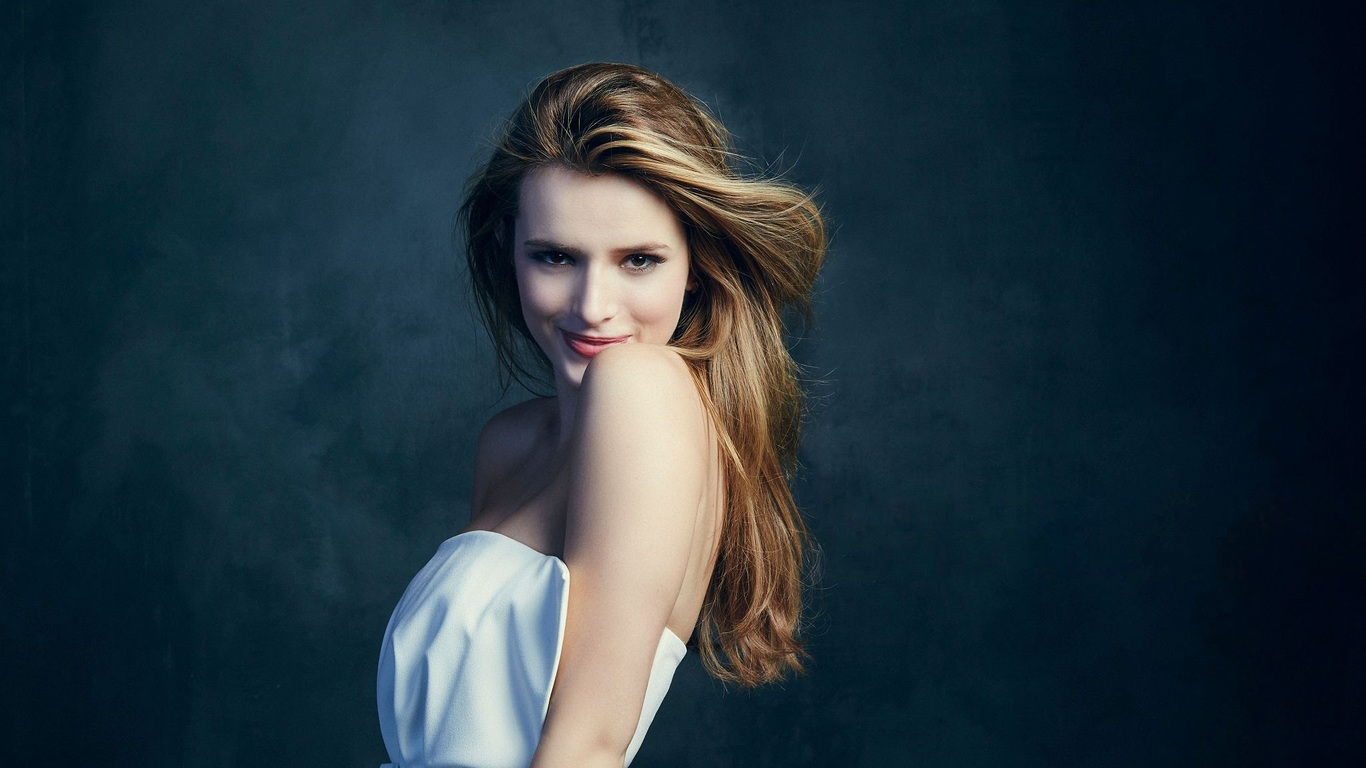 1366x768 - Bella Thorne Wallpapers 4