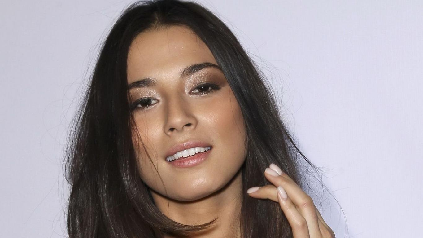 1366x768 - Jessica Gomes Wallpapers 9