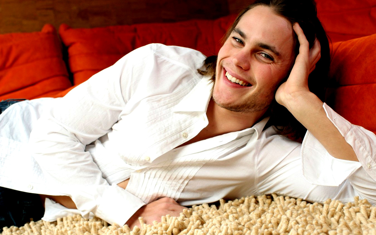 1280x800 - Taylor Kitsch Wallpapers 17