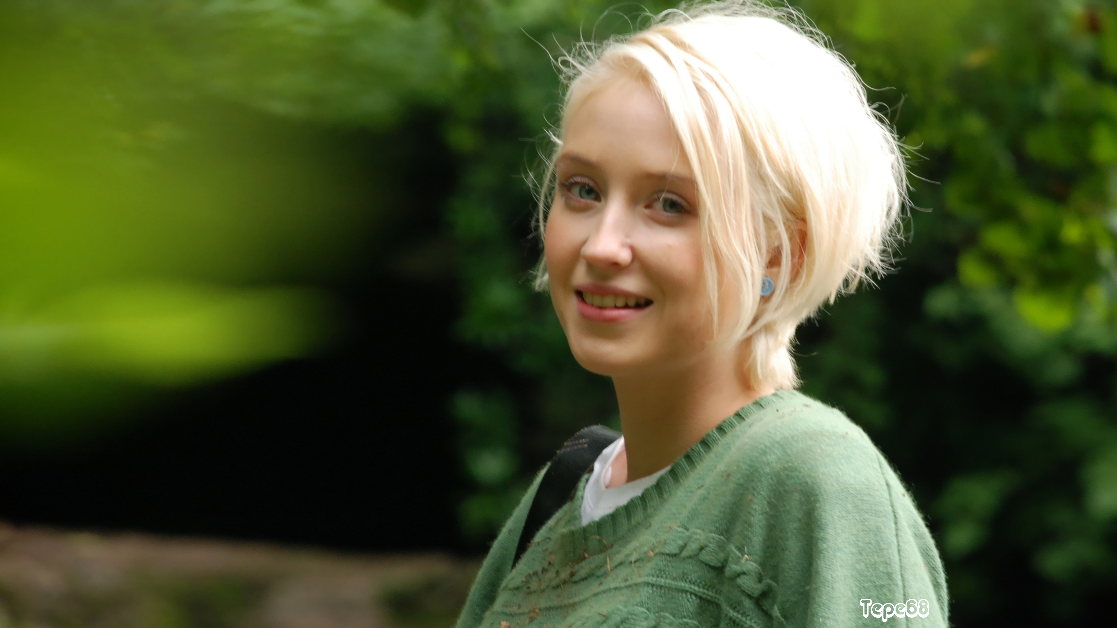3556x2000 - Lily Loveless Wallpapers 2