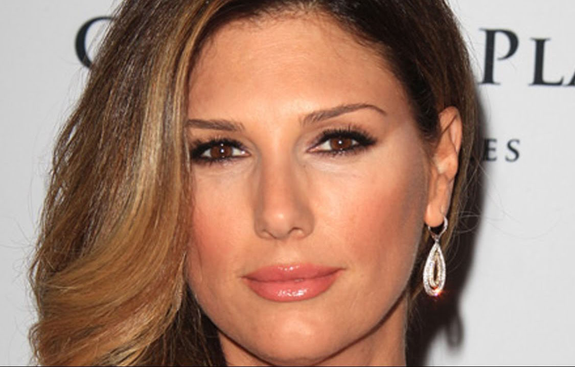 1125x719 - Daisy Fuentes Wallpapers 5