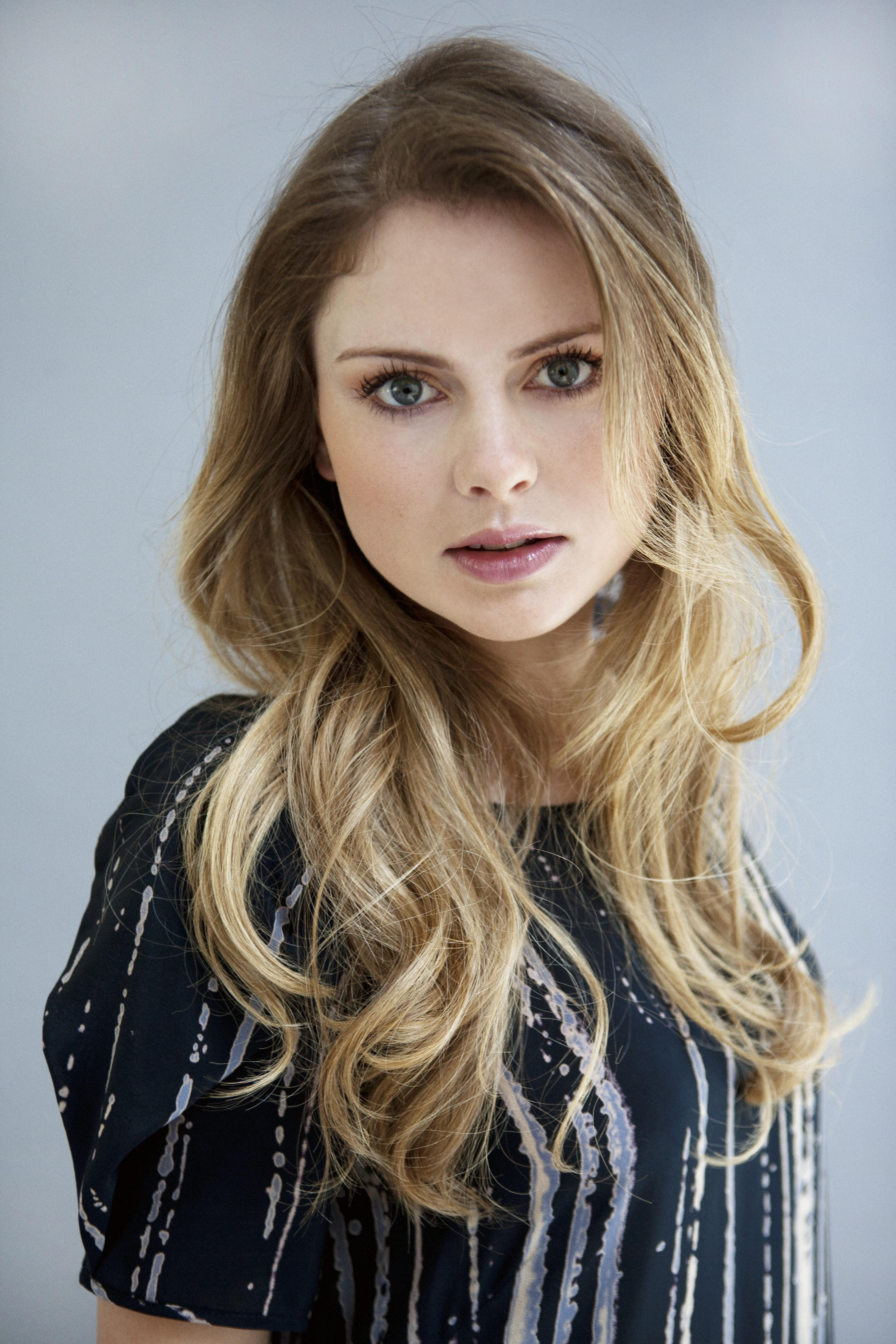 2912x4368 - Rose McIver Wallpapers 29