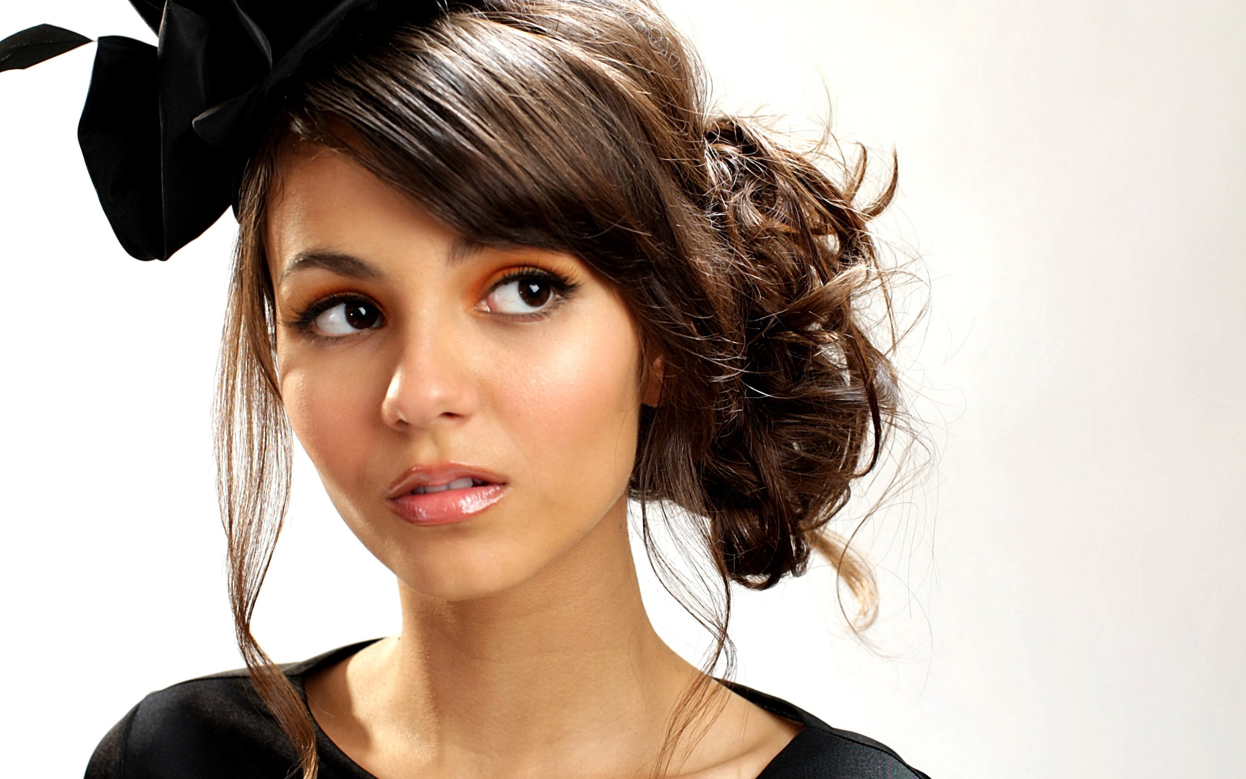 2560x1600 - Victoria Justice Wallpapers 22