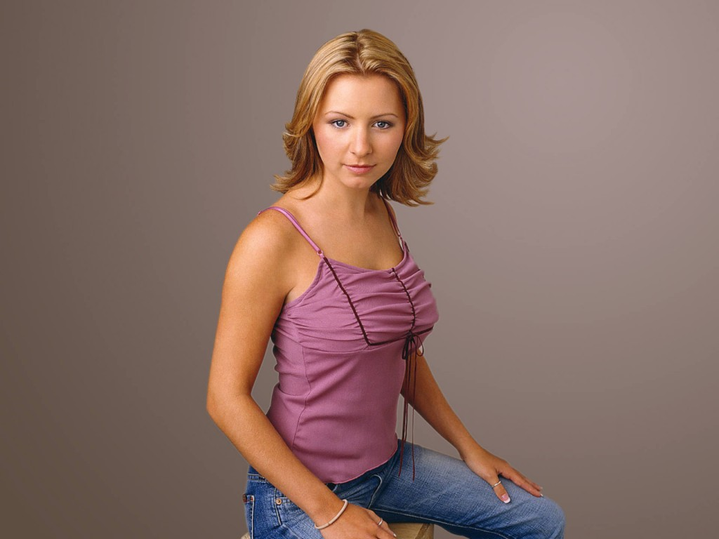 1024x768 - Beverley Mitchell Wallpapers 29