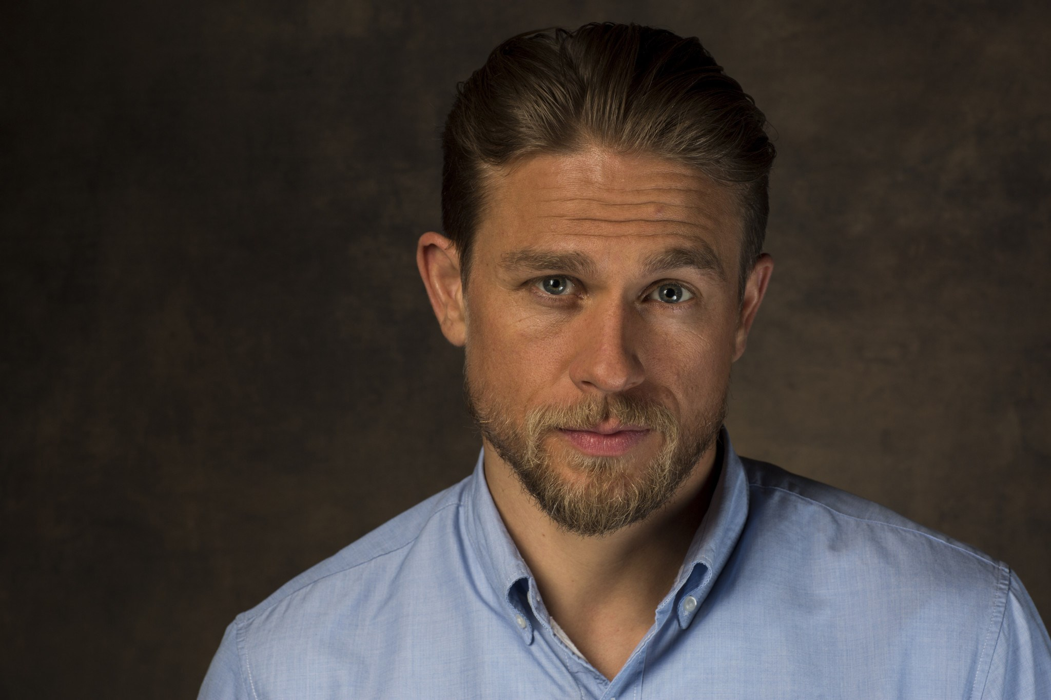 2048x1365 - Charlie Hunnam Wallpapers 26