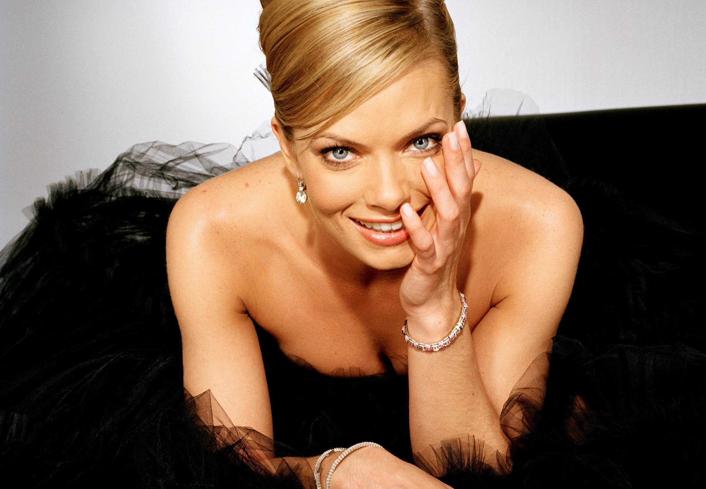 2400x1663 - Jaime Pressly Wallpapers 29