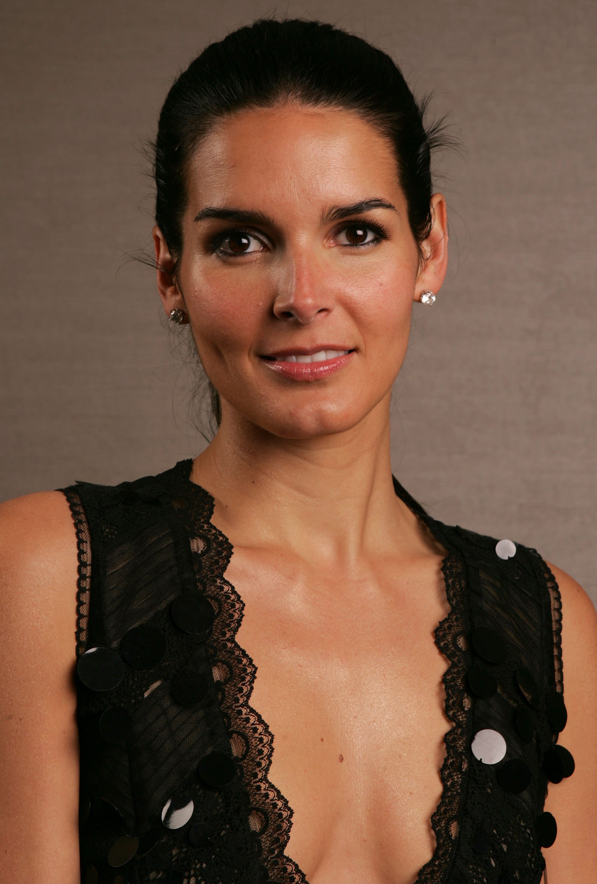 2028x3000 - Angie Harmon Wallpapers 23