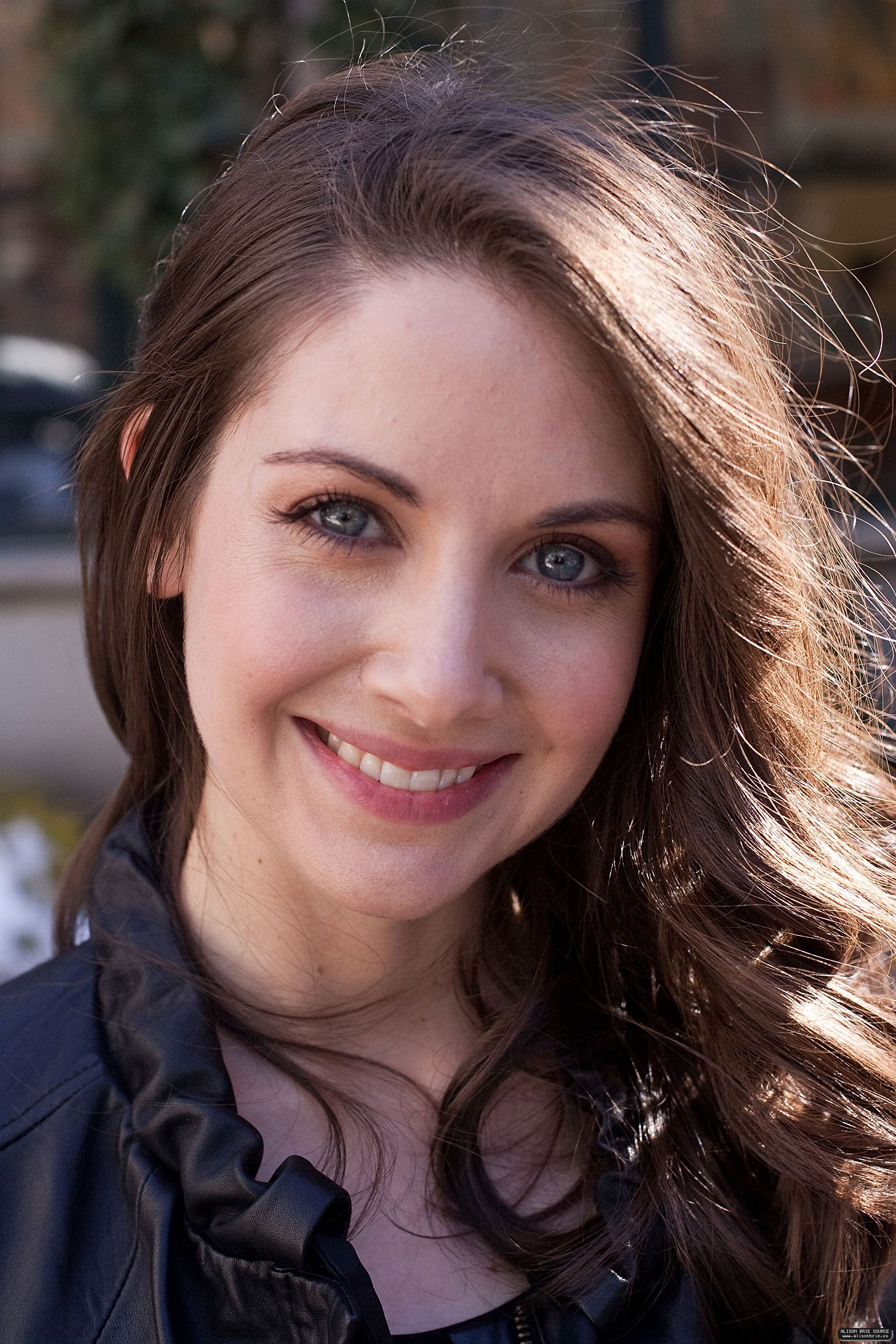 2001x3000 - Alison Brie Wallpapers 28
