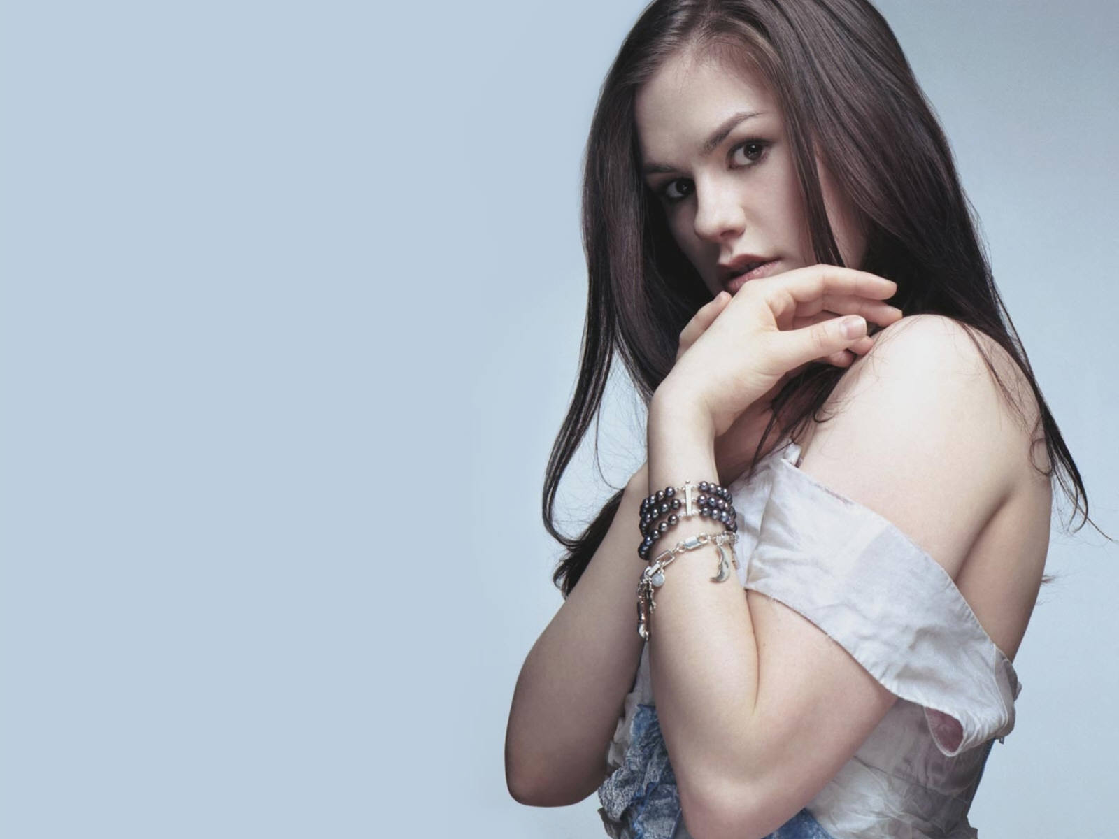 1600x1200 - Anna Paquin Wallpapers 24