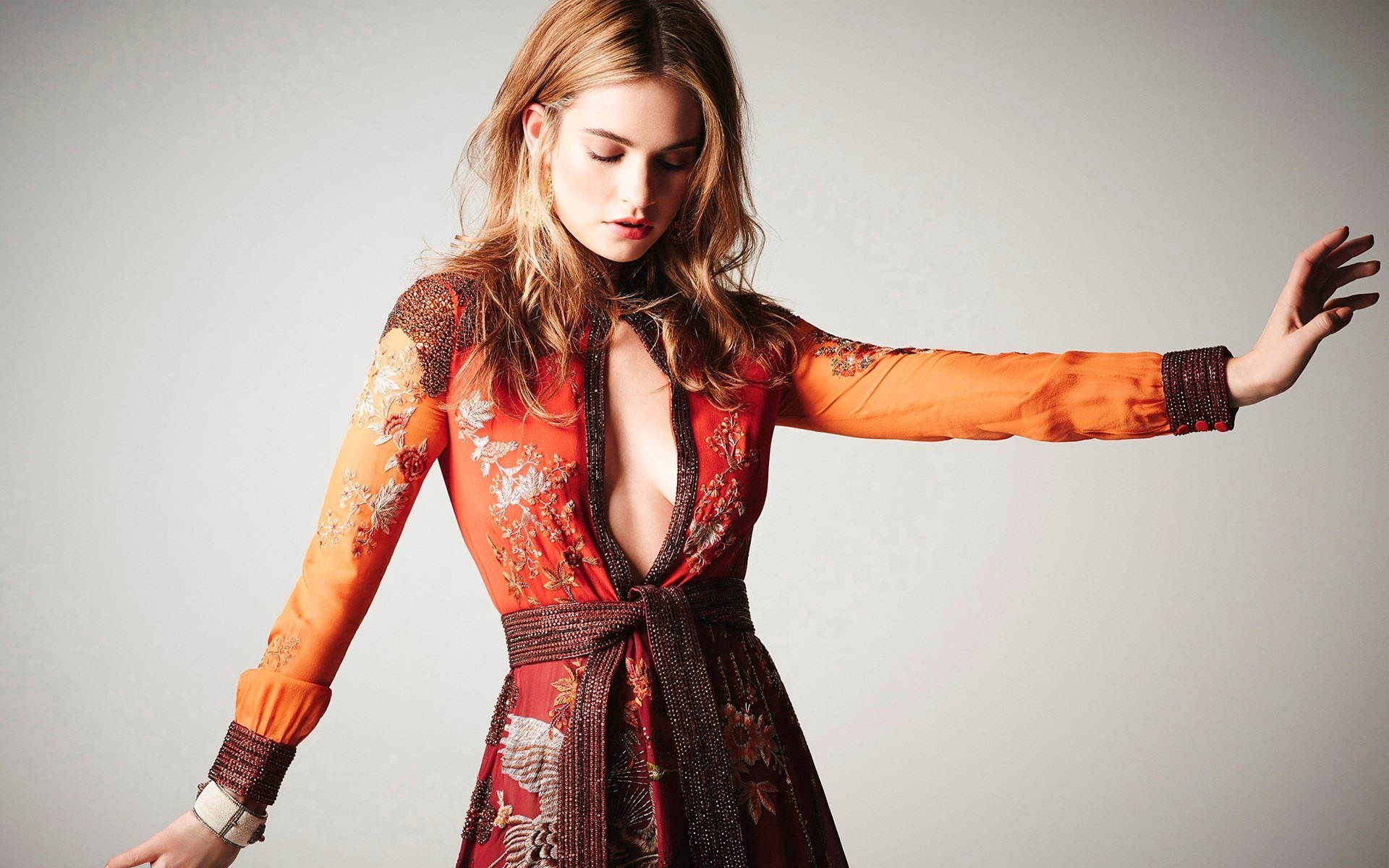 1920x1200 - Lily James Wallpapers 20