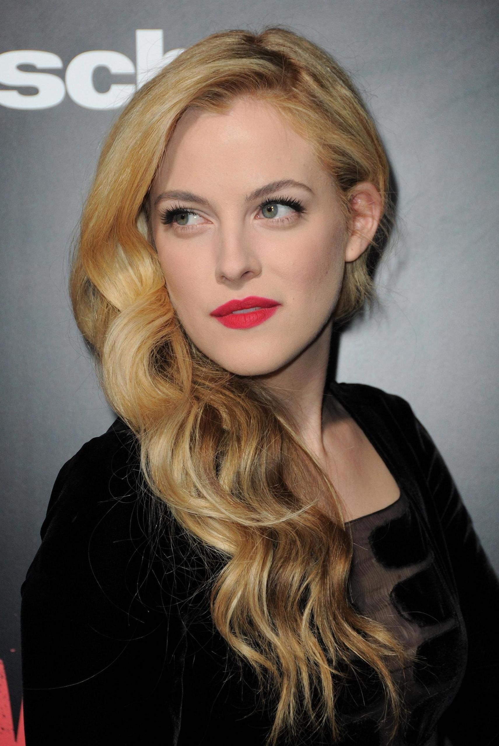 1711x2560 - Riley Keough Wallpapers 28