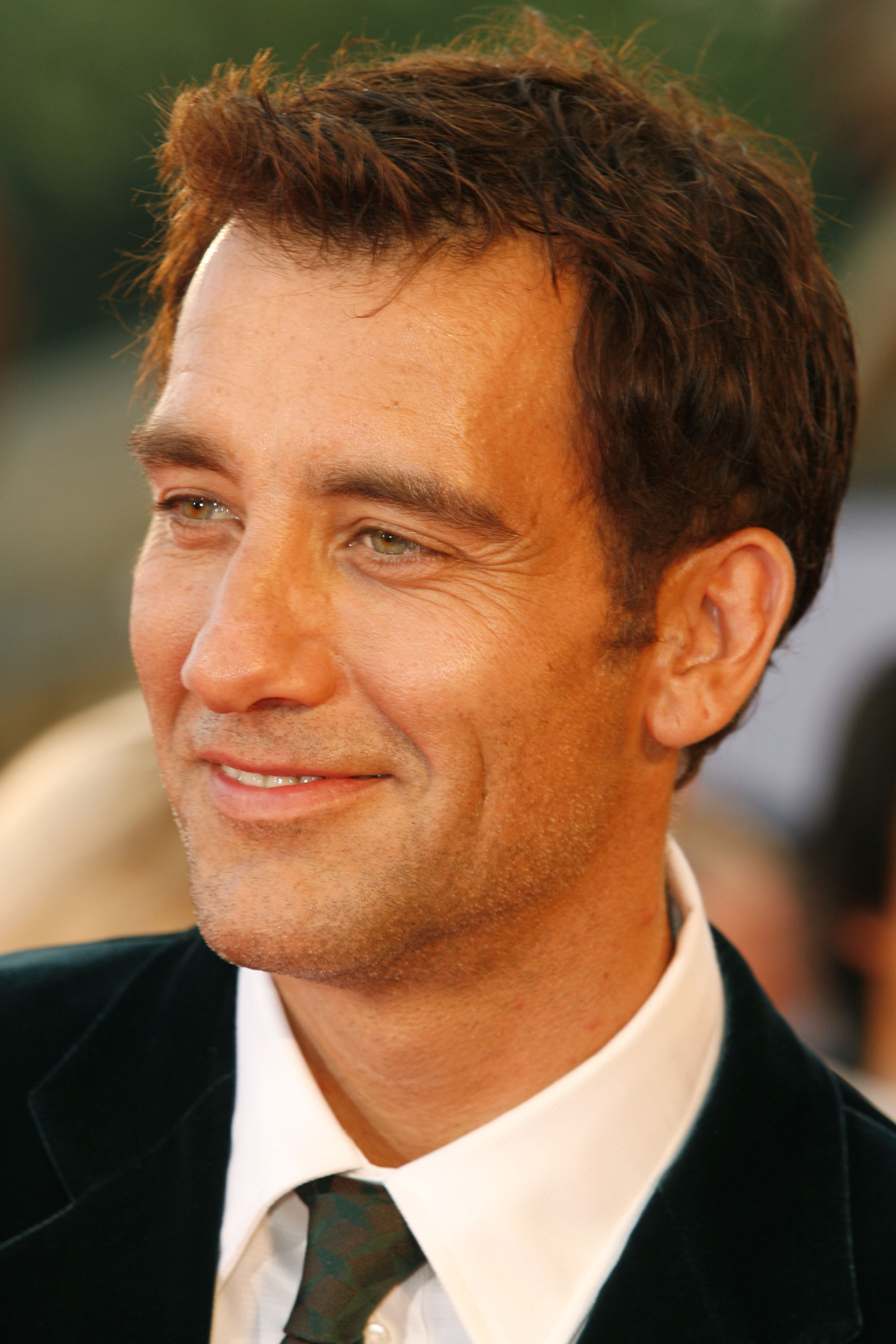 2000x3000 - Clive Owen  Wallpapers 31