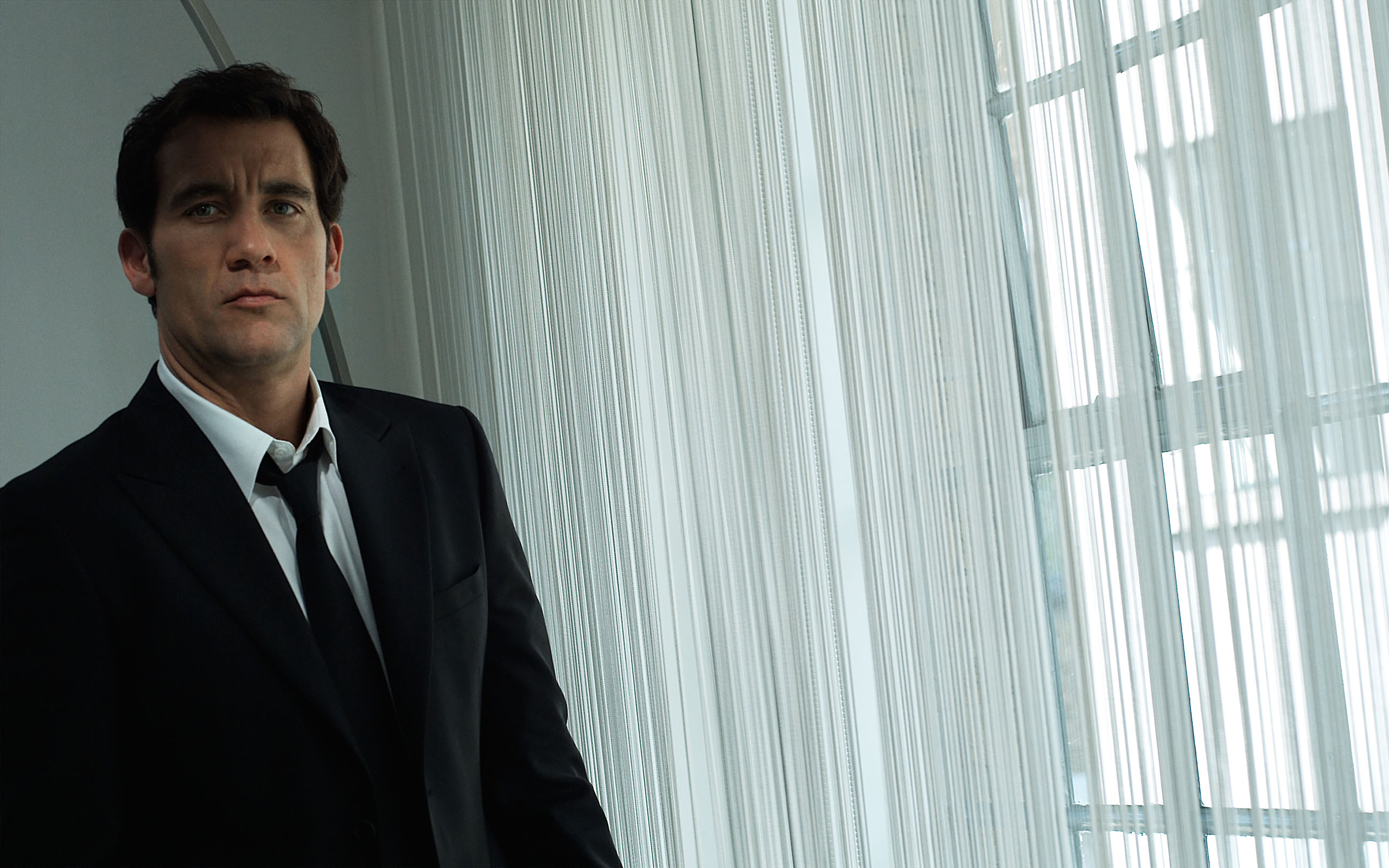 2560x1600 - Clive Owen  Wallpapers 17