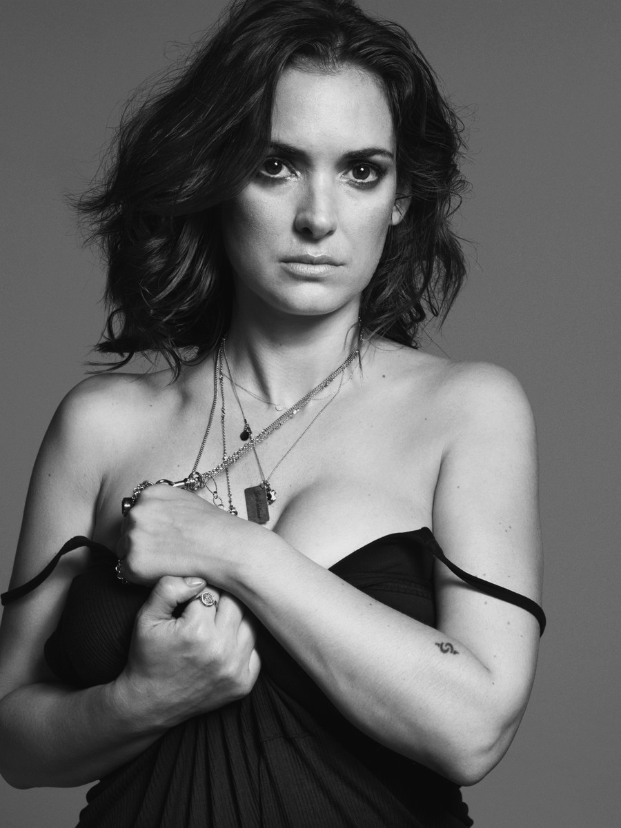 900x1201 - Winona Ryder Wallpapers 33