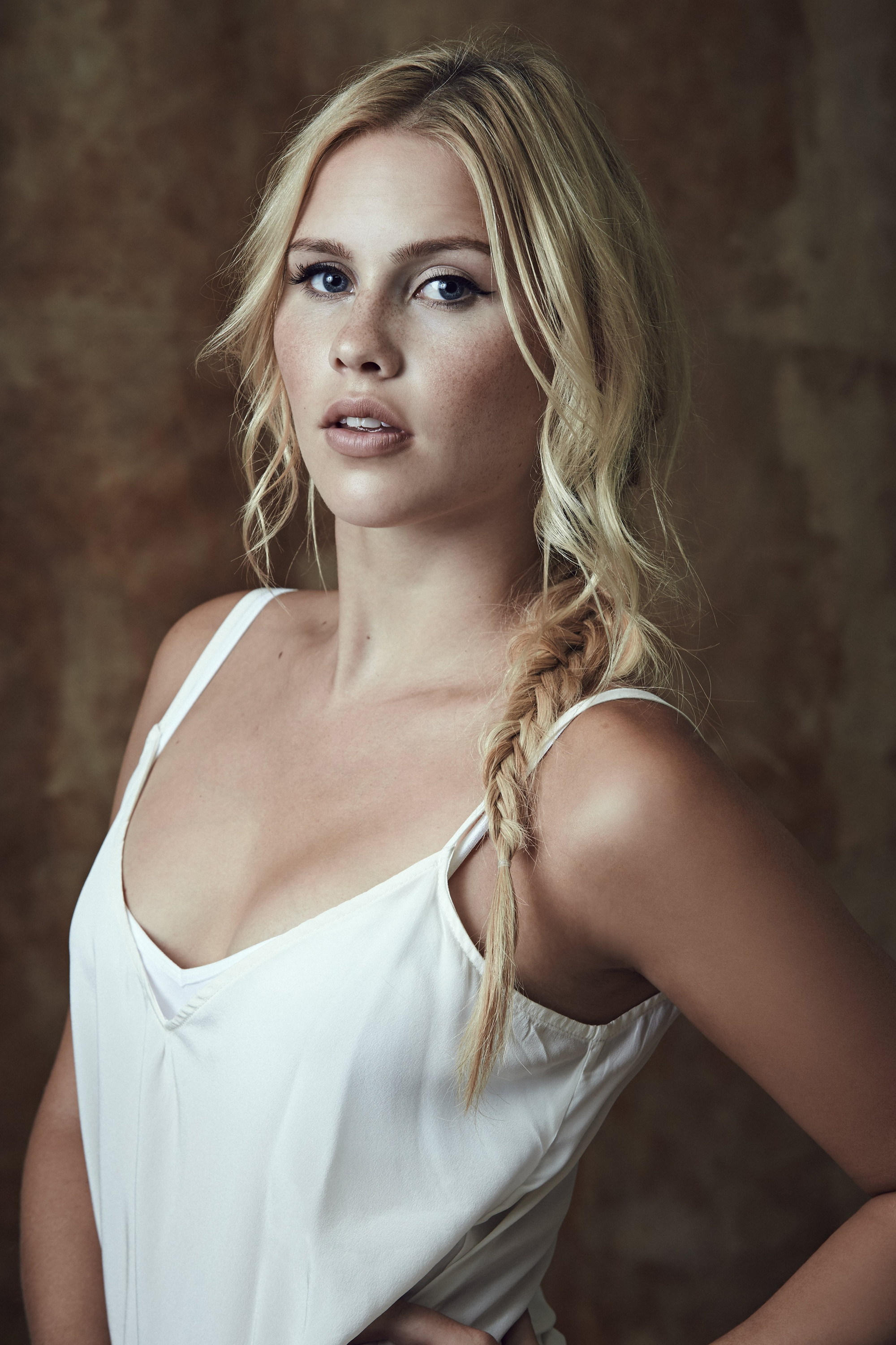 2000x3000 - Claire Holt Wallpapers 16