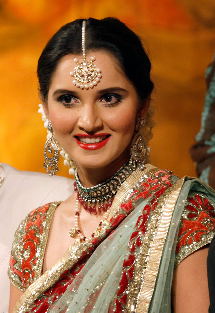 700x1017 - Sania Mirza Wallpapers 27