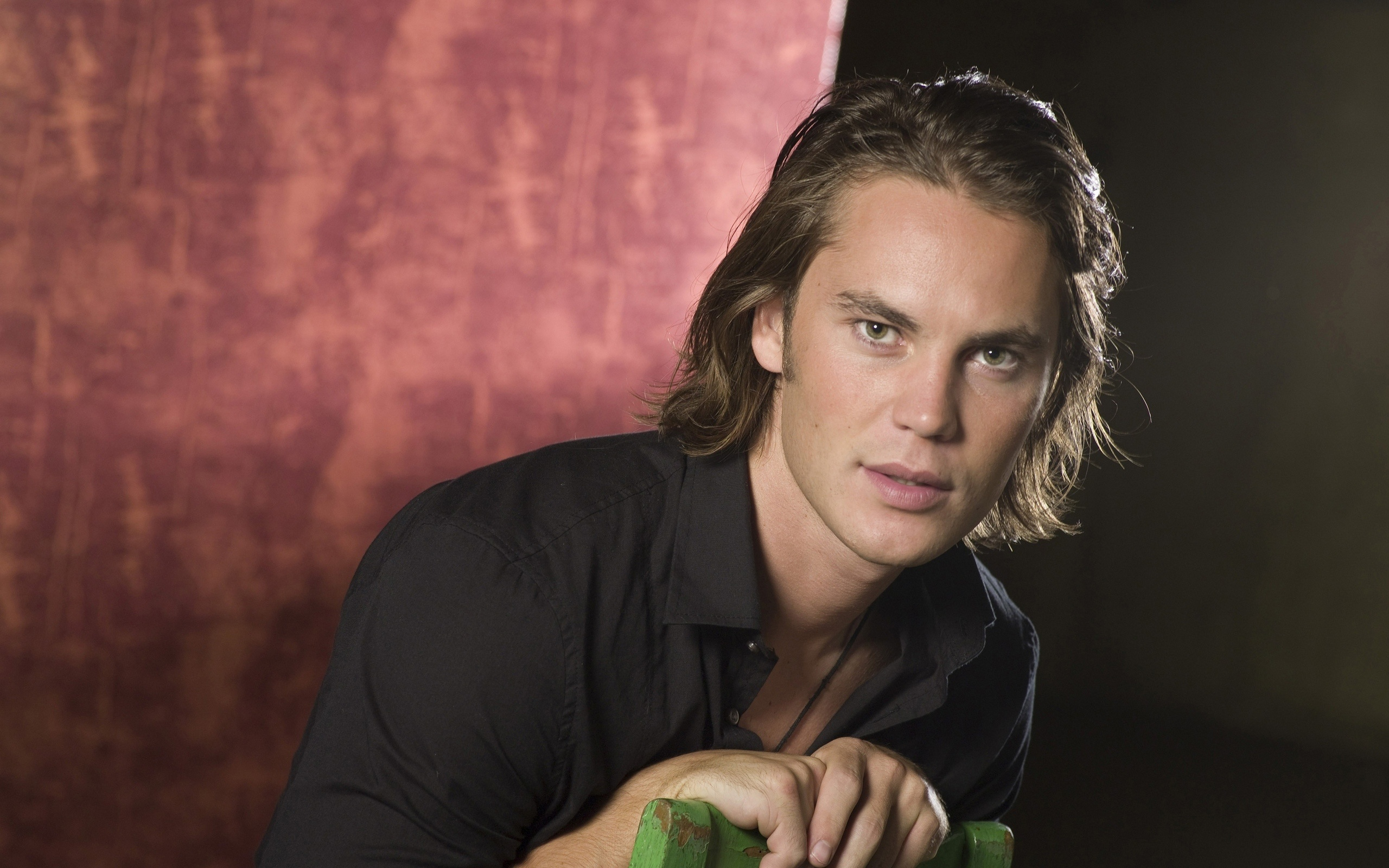 2560x1600 - Taylor Kitsch Wallpapers 9