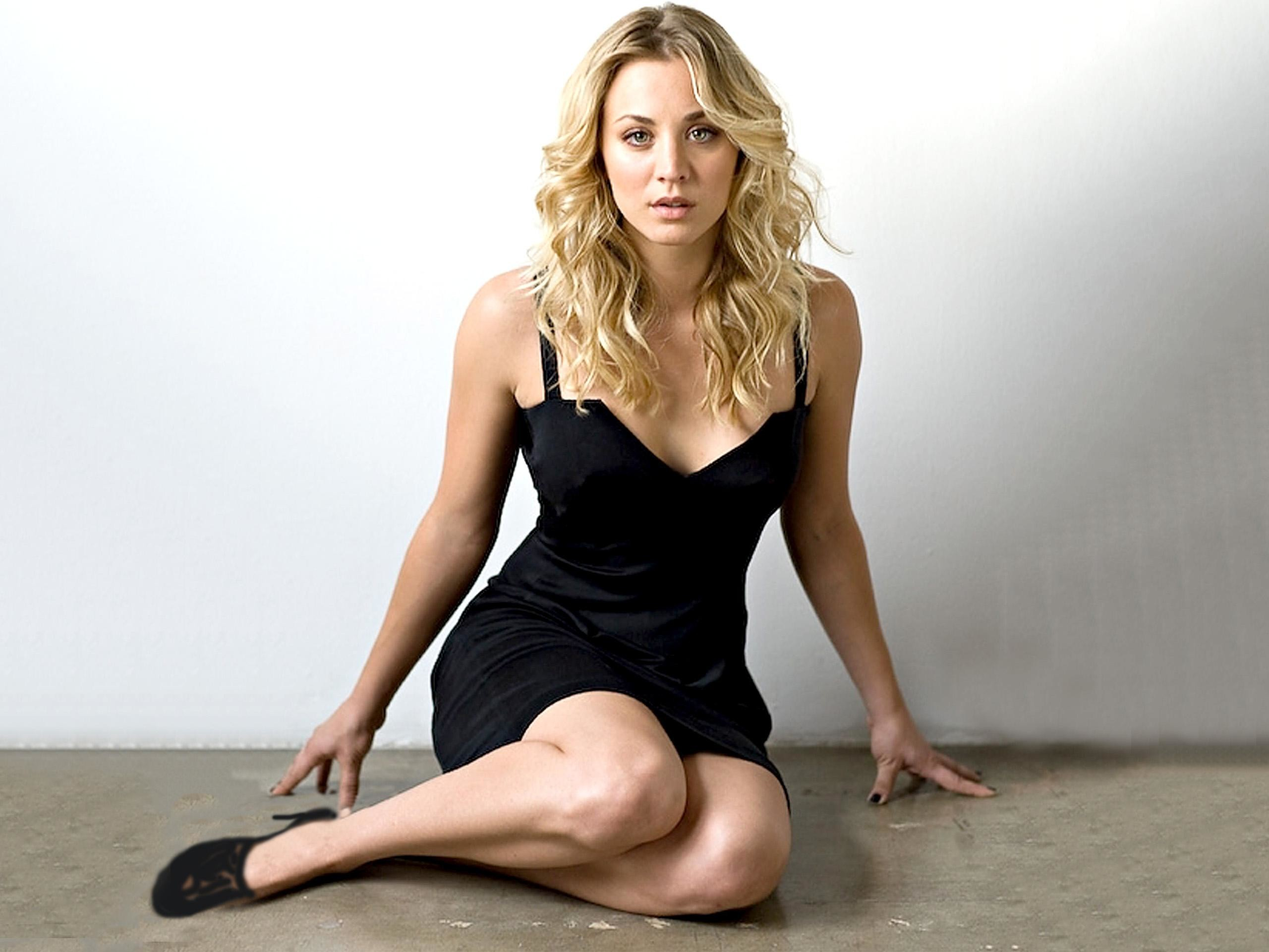 2560x1920 - Kaley Cuoco Wallpapers 8