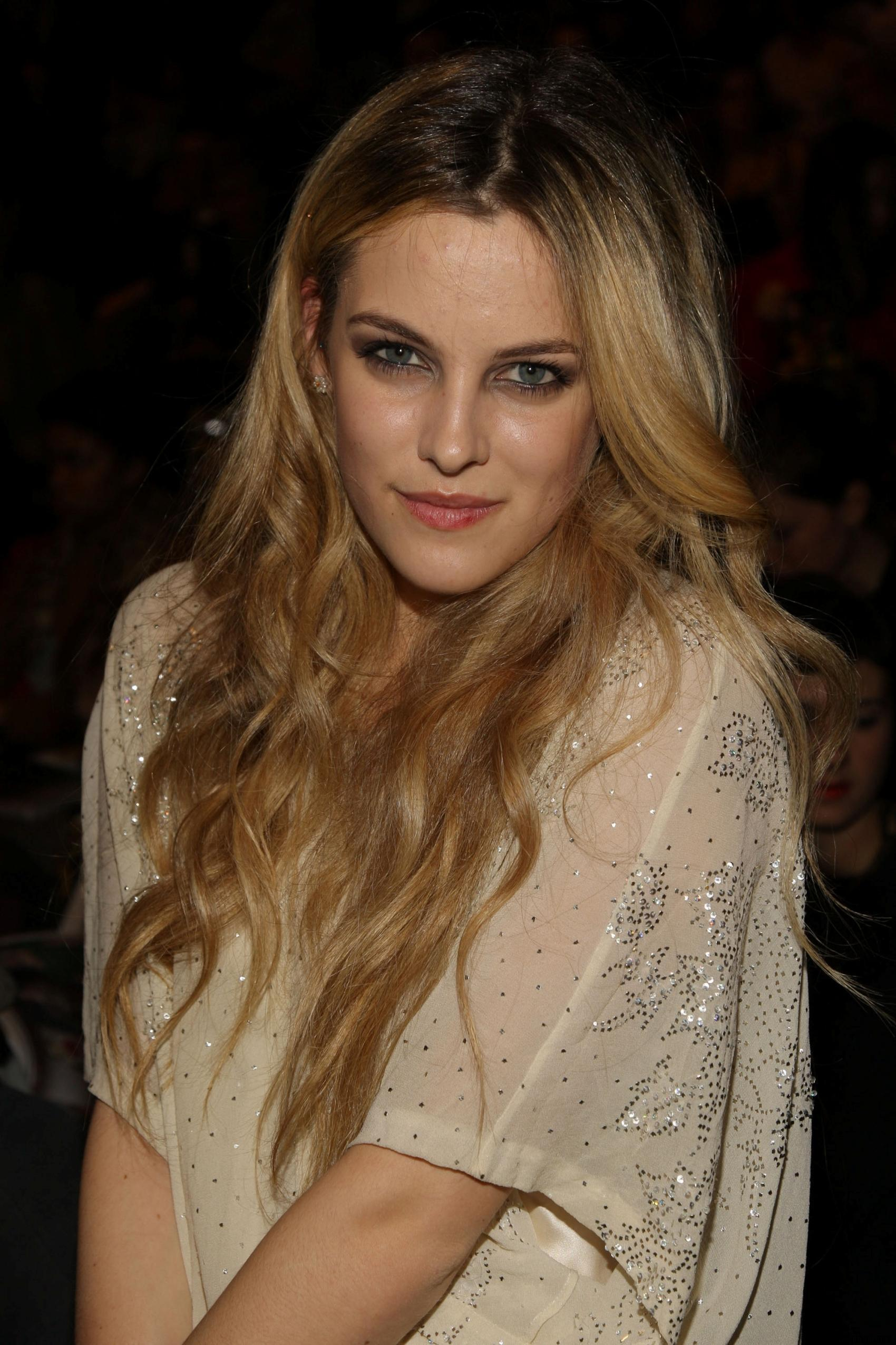 1700x2550 - Riley Keough Wallpapers 15