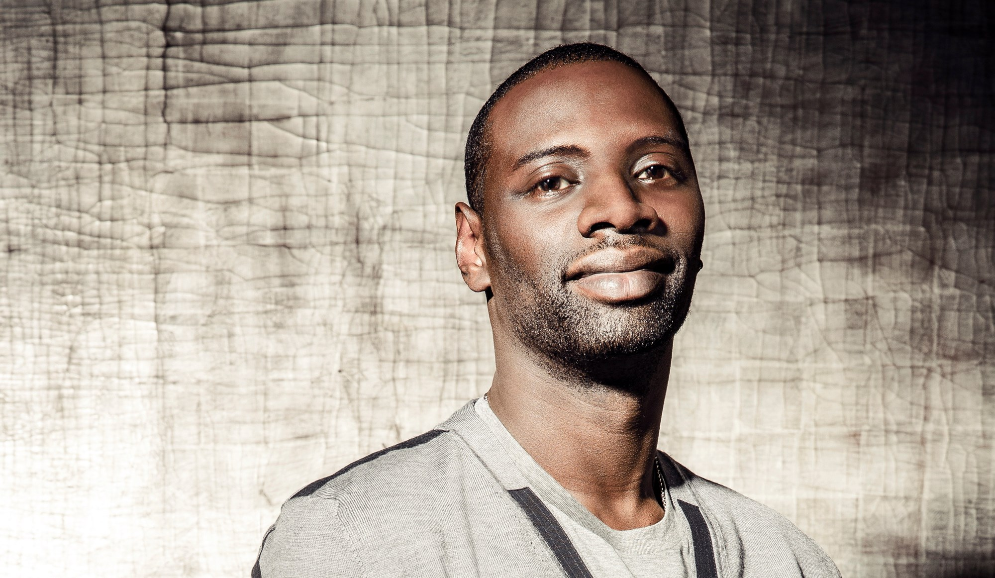2000x1162 - Omar Sy Wallpapers 18