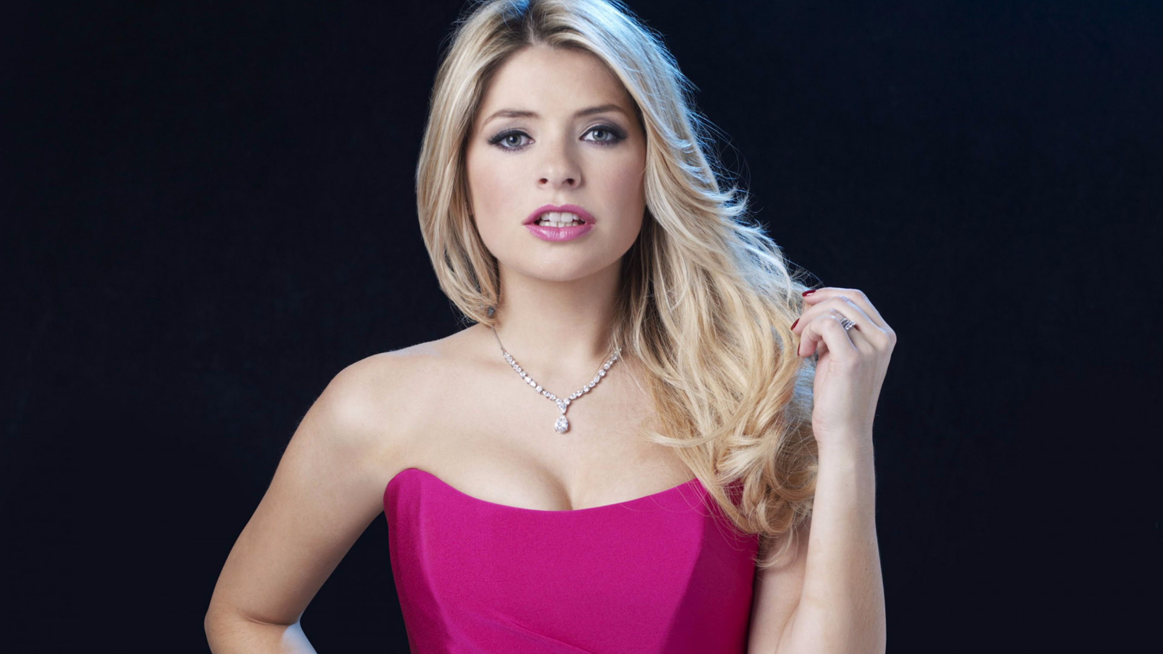 3840x2160 - Holly Willoughby Wallpapers 1