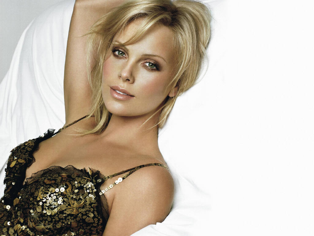 1024x768 - Charlize Theron Wallpapers 27