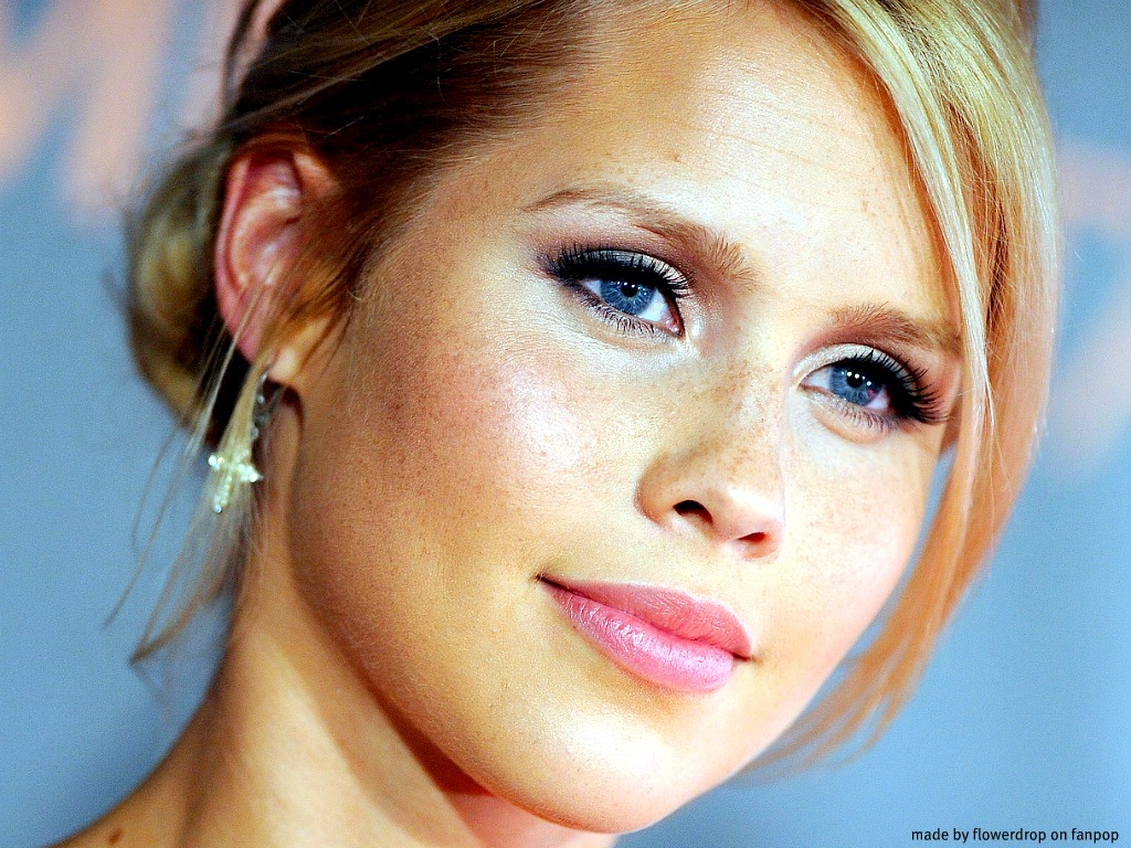 1024x768 - Claire Holt Wallpapers 22