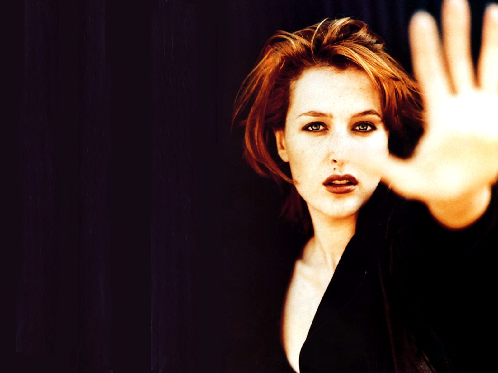 1600x1200 - Gillian Anderson Wallpapers 14