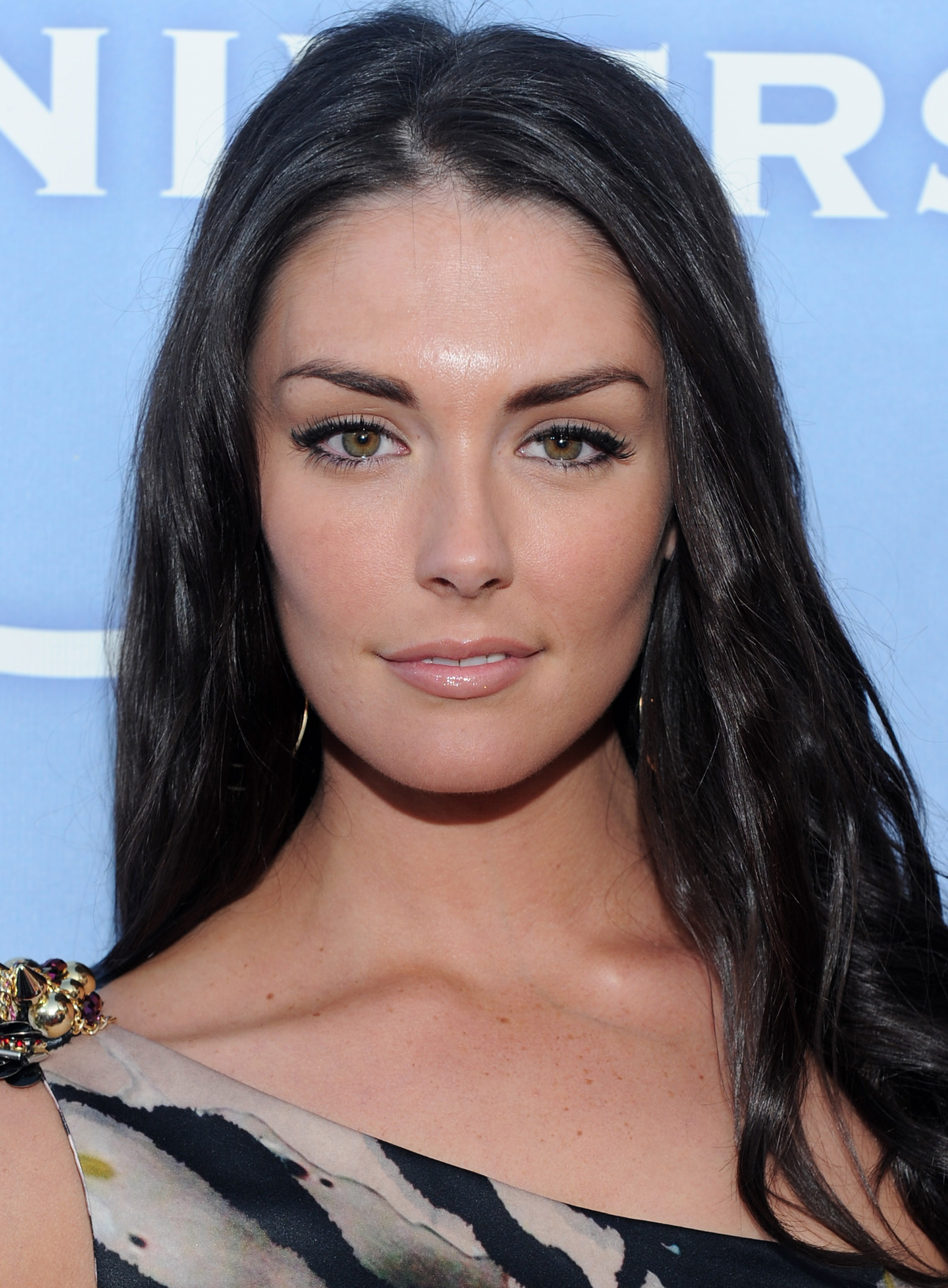 2208x3000 - Taylor Cole Wallpapers 32