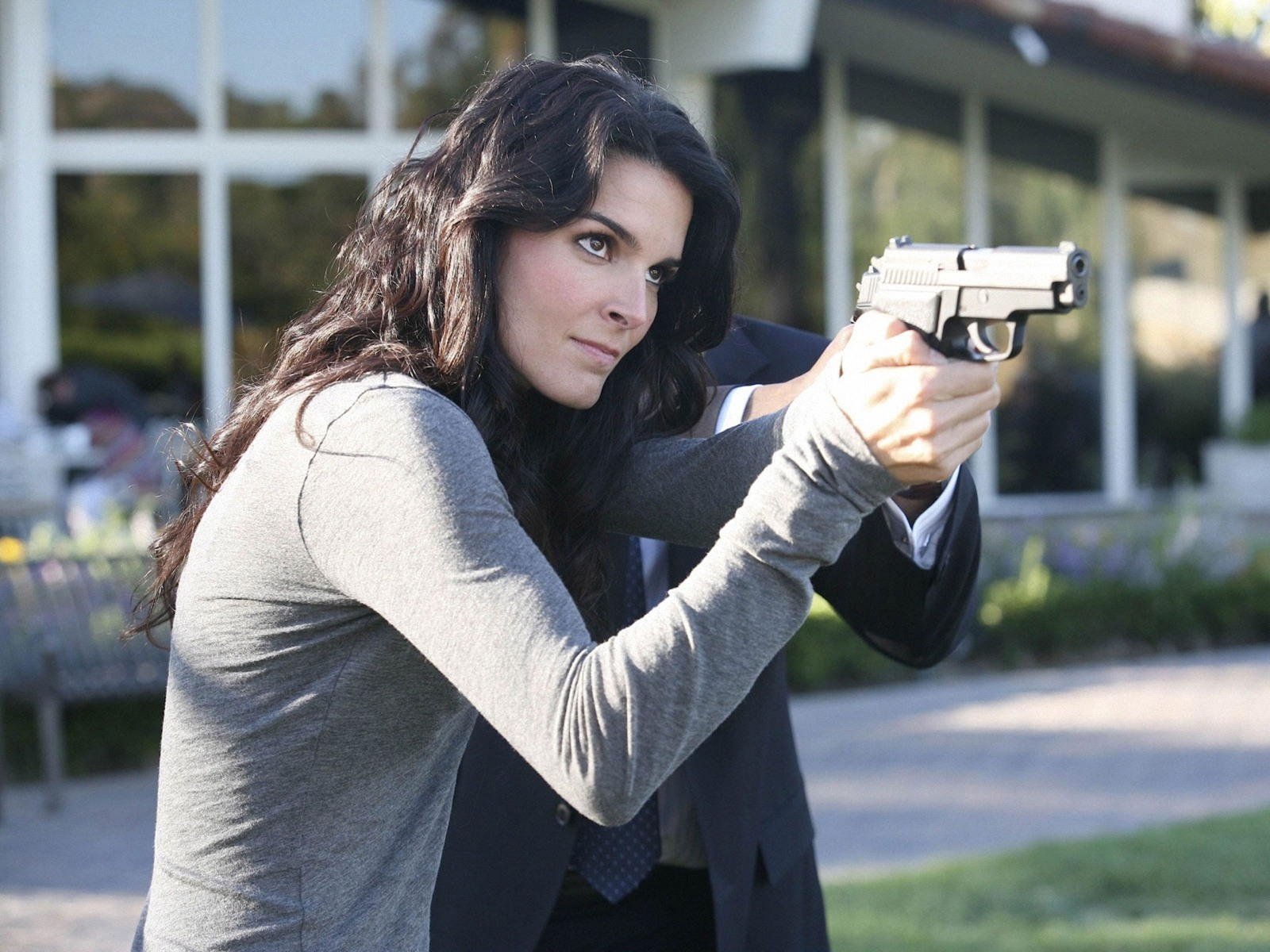 1600x1200 - Angie Harmon Wallpapers 15