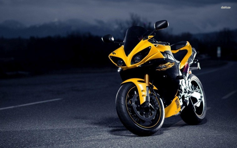 Yamaha YZF-R1 Wallpapers