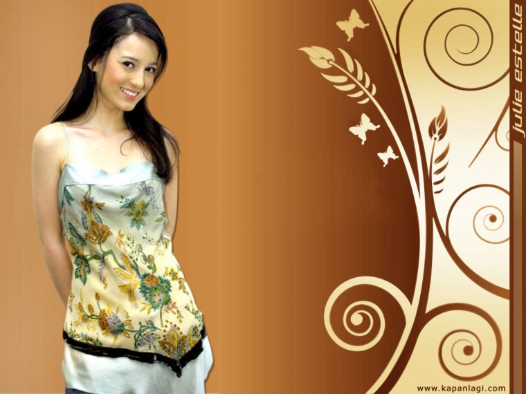 Julie Estelle Wallpapers