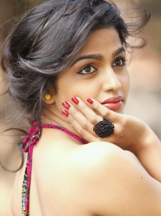 Dhansika Wallpapers
