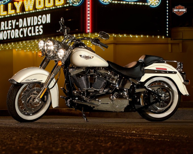 Harley-Davidson Softail Deluxe Wallpapers