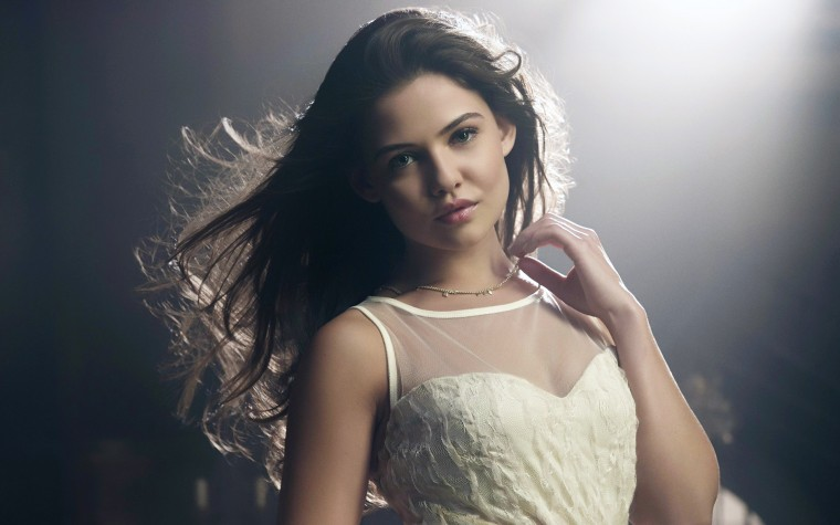 Danielle Campbell Wallpapers