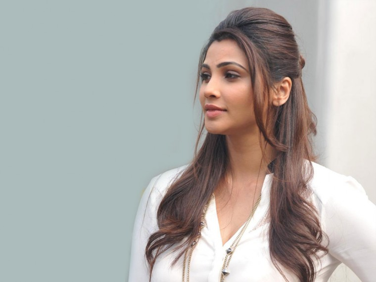 Daisy Shah Wallpapers