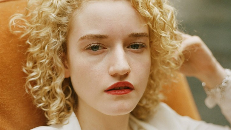 Julia Garner Wallpapers