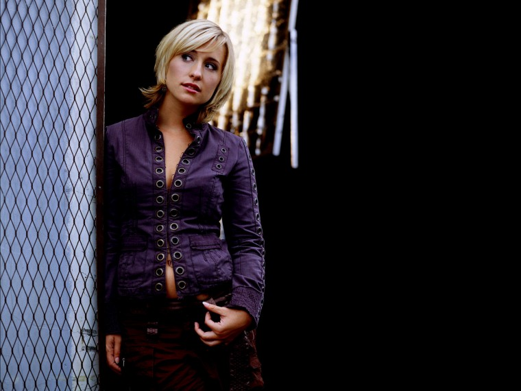 Allison Mack Wallpapers
